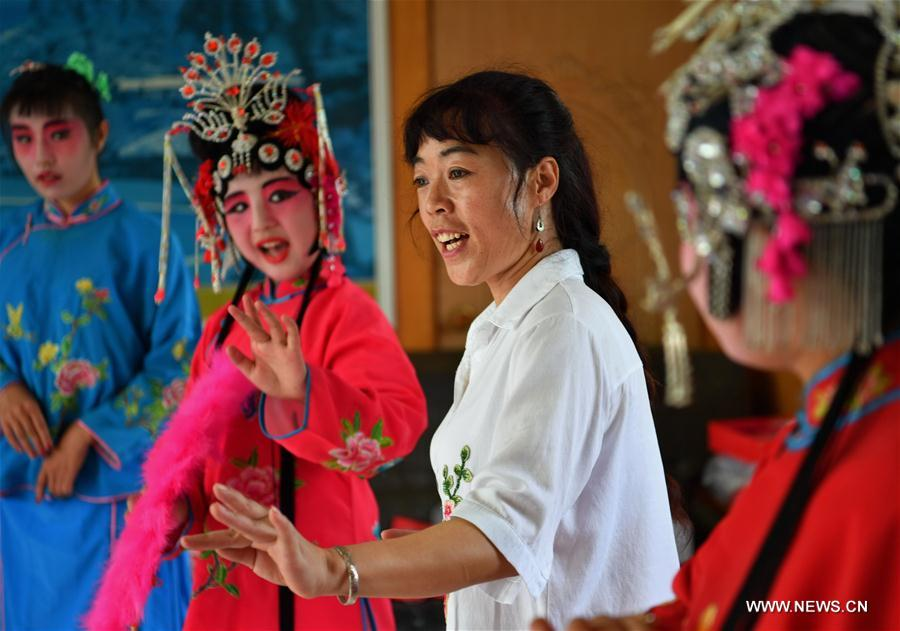 Pingju Opera training offered for students in N China