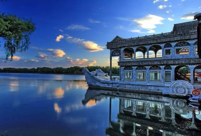 Charming Lakes in Beijing (1)