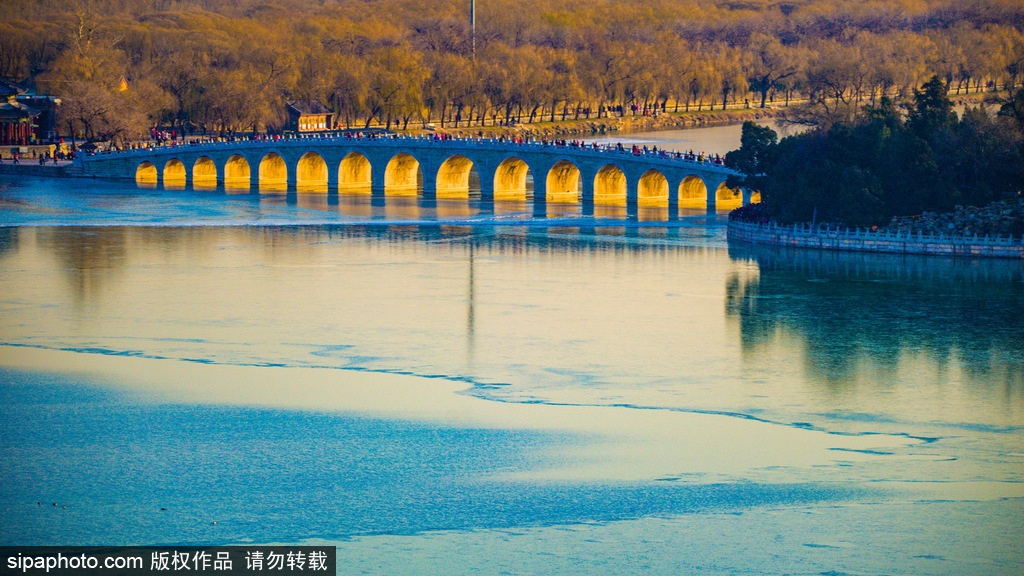 Visitors flock to Summer Palace for annual spectacle