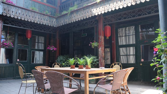 Live in Hostel of Qing Dynasty