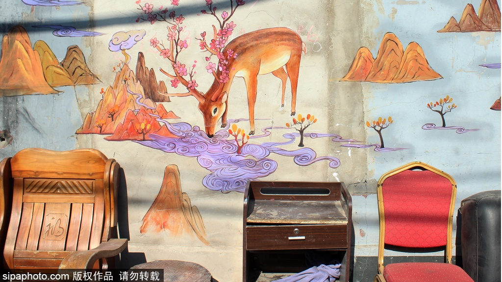 Beijing's Hutong Painted with Pictures