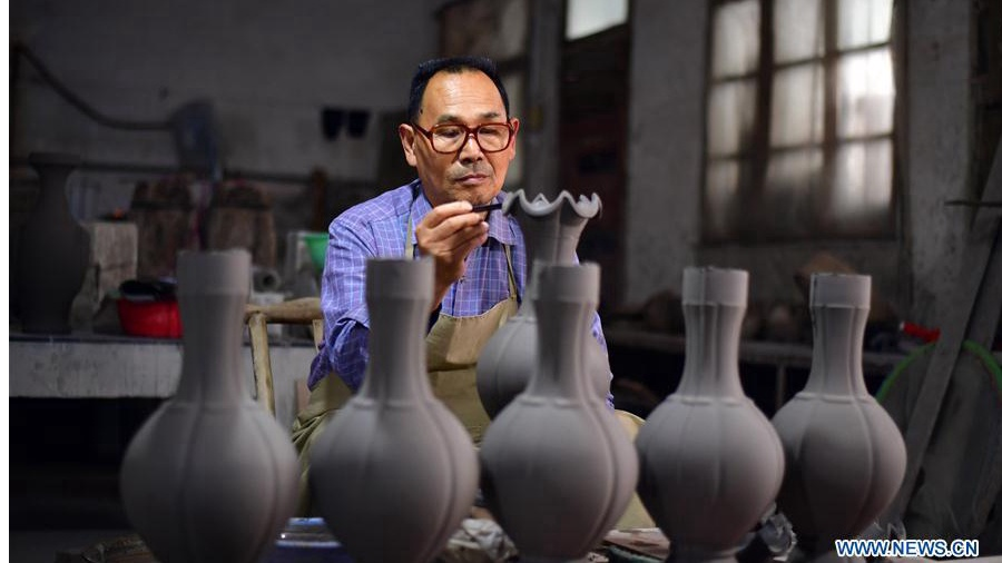 Ru porcelain making in China